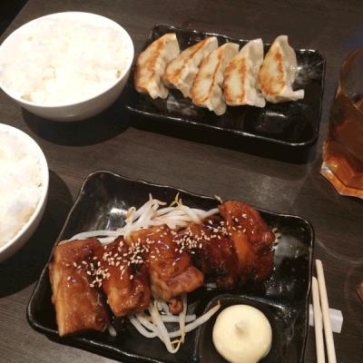 Yakitori et gyozas de chez Takumi, un restaurant japonais dans le Japantown de Düsseldorf