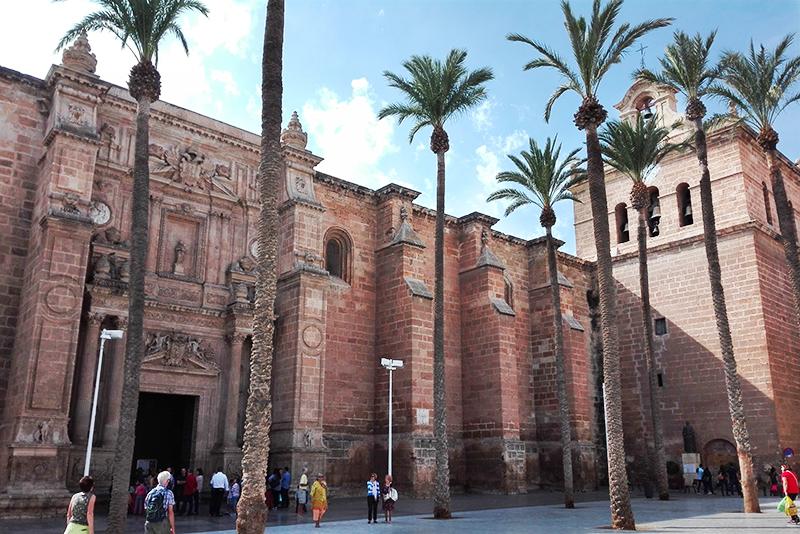 Roadtrip - Almeria - Lamas on the road - Olamelama blog