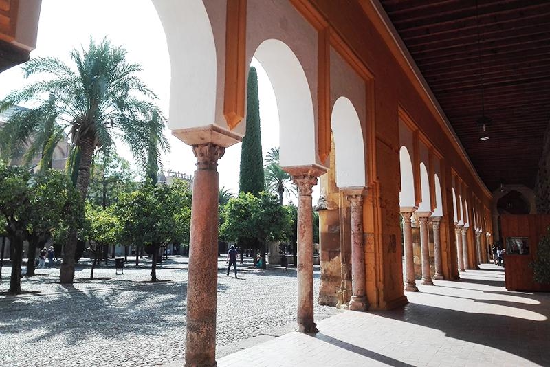 Roadtrip - Mezquita Cordoba - Lamas on the road - Olamelama blog