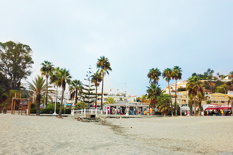 Roadtrip - Nerja - Lamas on the road - Olamelama blog