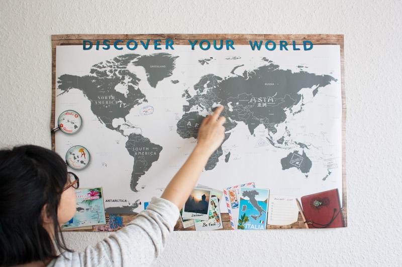 Carte du monde à gratter décoration geek CoolGift