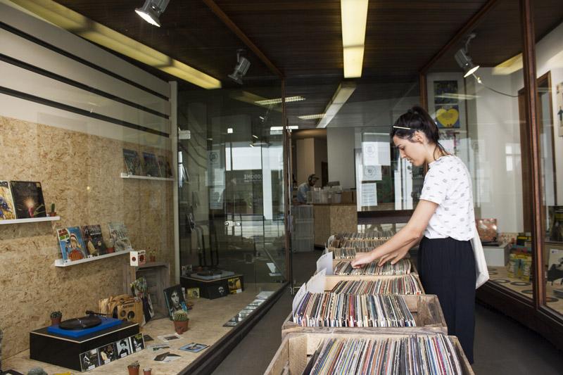 Vinyl shop dans les rues d'Anvers - Olamelama