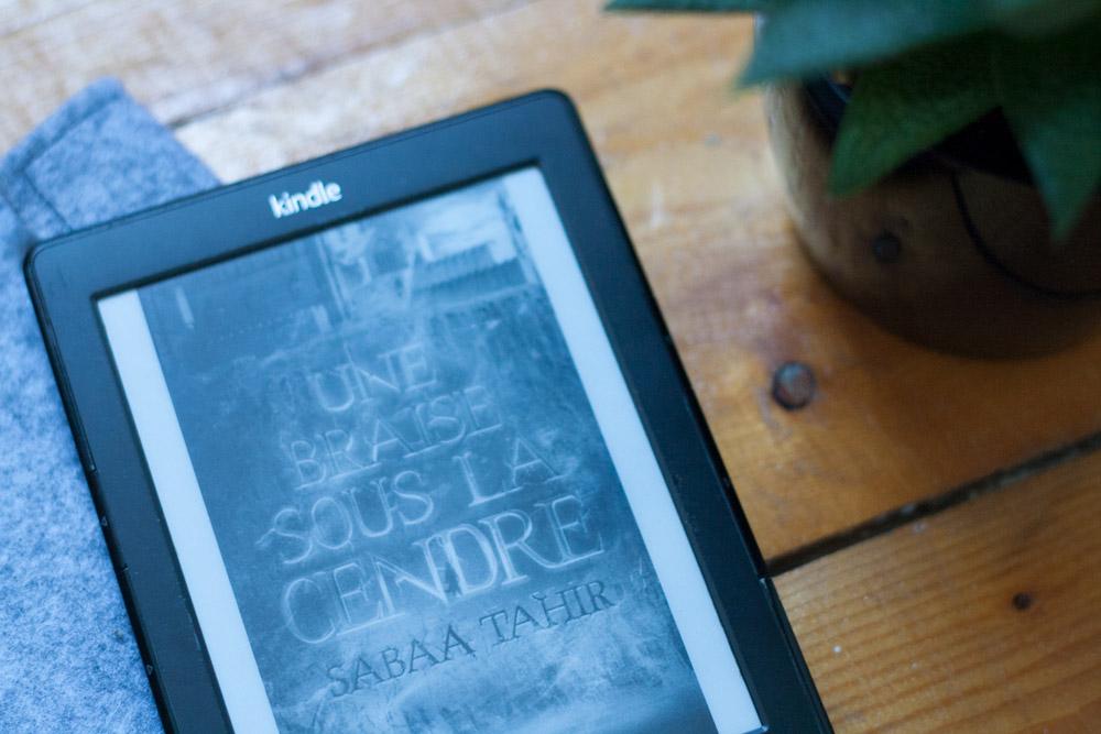 Une braise sous la cendre - Sabaa Tahir - Livre - Pocket Jeunesse - Olamelama