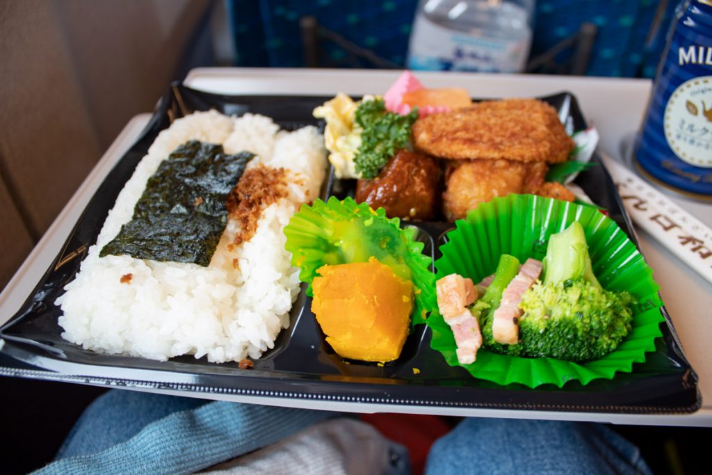 50 souvenirs du Japon - Bento dans le shinkansen