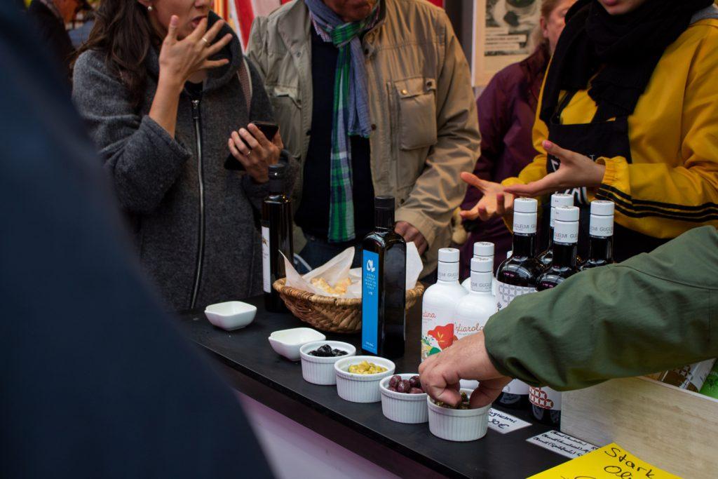 Visite culinaire de Düsseldorf - Marché de Carlsplatz, dégustation