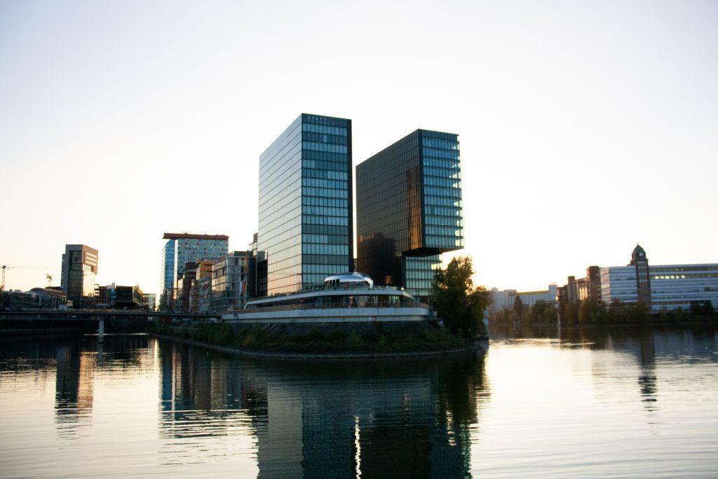 Visiter Düsseldorf - Medienhafen