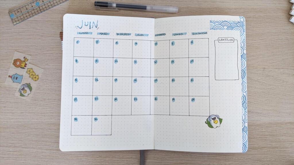 Bullet Journal Juin 2020 - Vue du dessus de la page calendrier