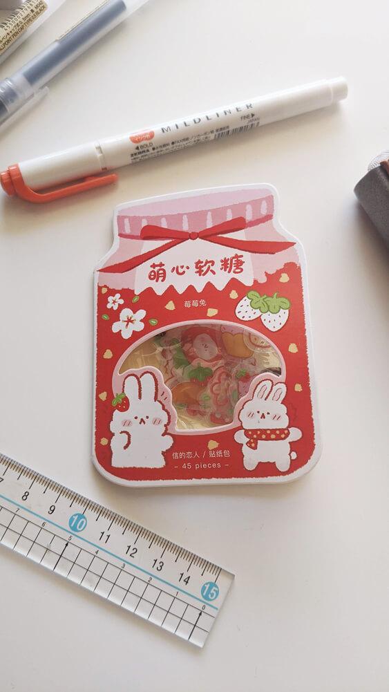 Bullet Journal Août - Stickers mignons rouge avec lapins