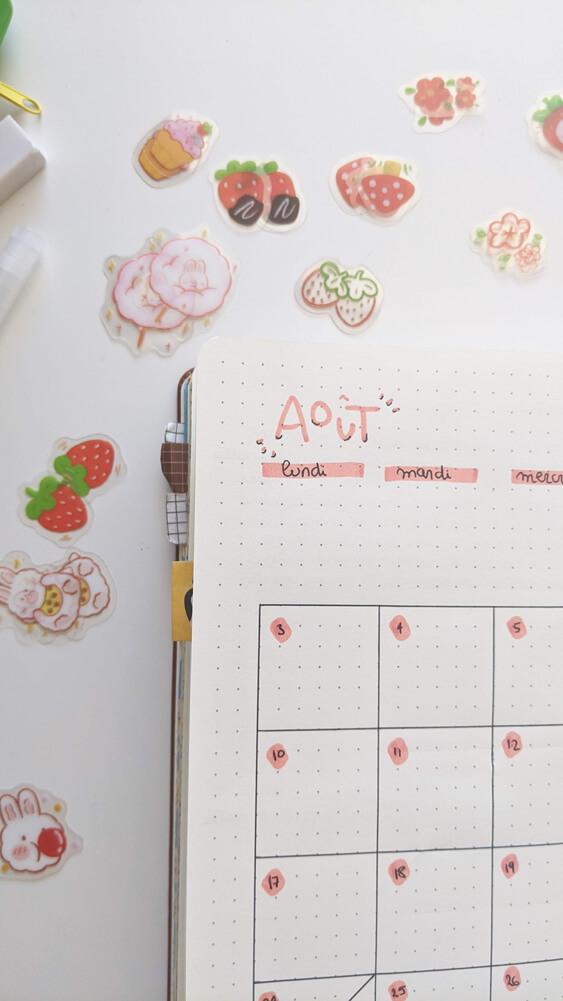 Bullet Journal Août - Zoom sur la page de de calendrier